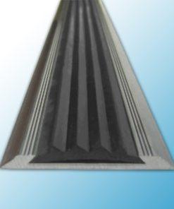 SA3 – Алюминиевая противоскользящая накладка на ступени с серой резиновой вставкой