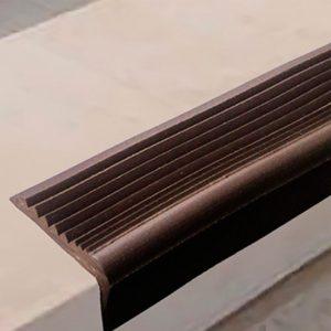 РВ2 - Угловая самоклеящаяся противоскользящая накладка на ступени, коричневая