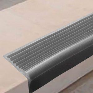 РВ3 - Угловая самоклеящаяся противоскользящая накладка на ступени, серая