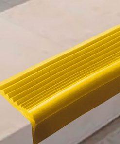 РВ4 - Угловая самоклеящаяся противоскользящая накладка на ступени, желтая