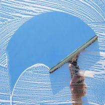 Стеклянные поверхности и зеркала